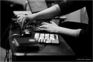 Korhan Erel playing Omnibus - computer instrument in Cologne, photo by Peter Tümmers (B&W)